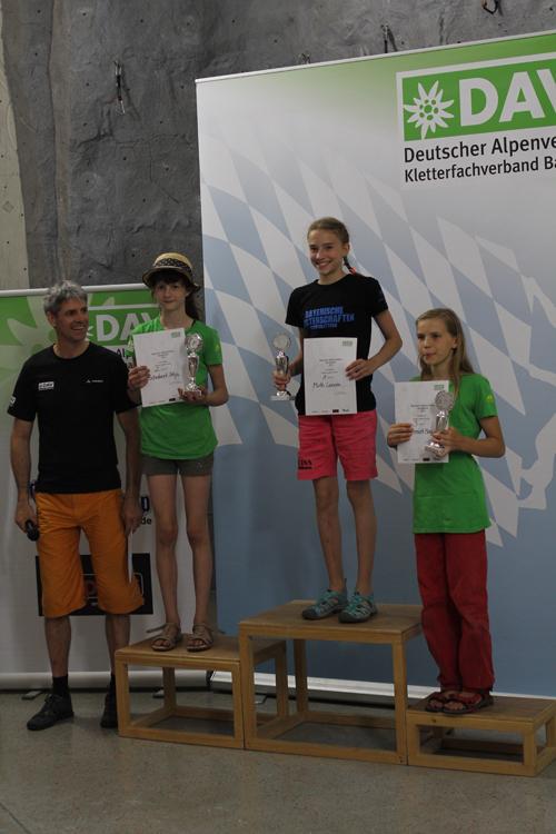 Ehrung Bayerische Meister 2016 Jugend C Weiblich, v.l.n.r.: Silja Schabert, Leonie Muth, Magdalena Schmidt